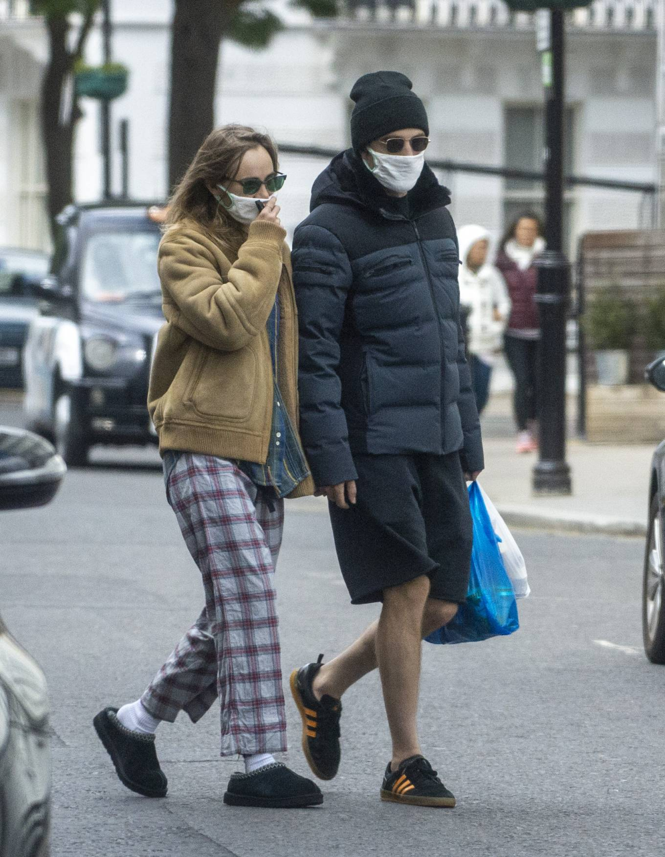 Suki Waterhouse 2020 : Suki Waterhouse and Robert Pattinson – Wearing matching face masks in London-04
