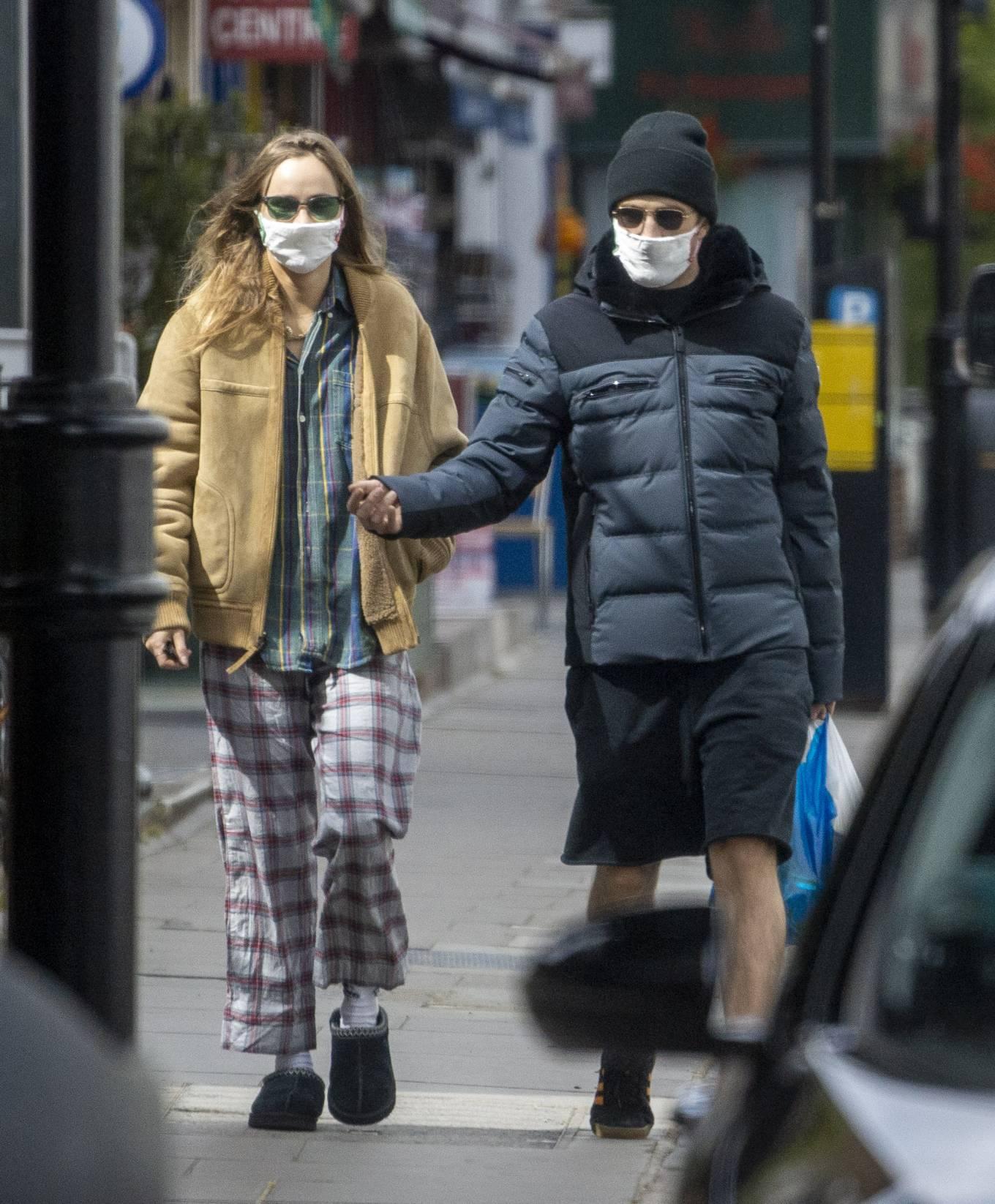 Suki Waterhouse 2020 : Suki Waterhouse and Robert Pattinson – Wearing matching face masks in London-06