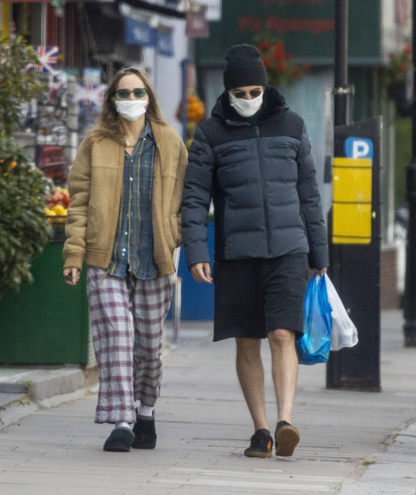 Suki Waterhouse 2020 : Suki Waterhouse and Robert Pattinson – Wearing matching face masks in London-07
