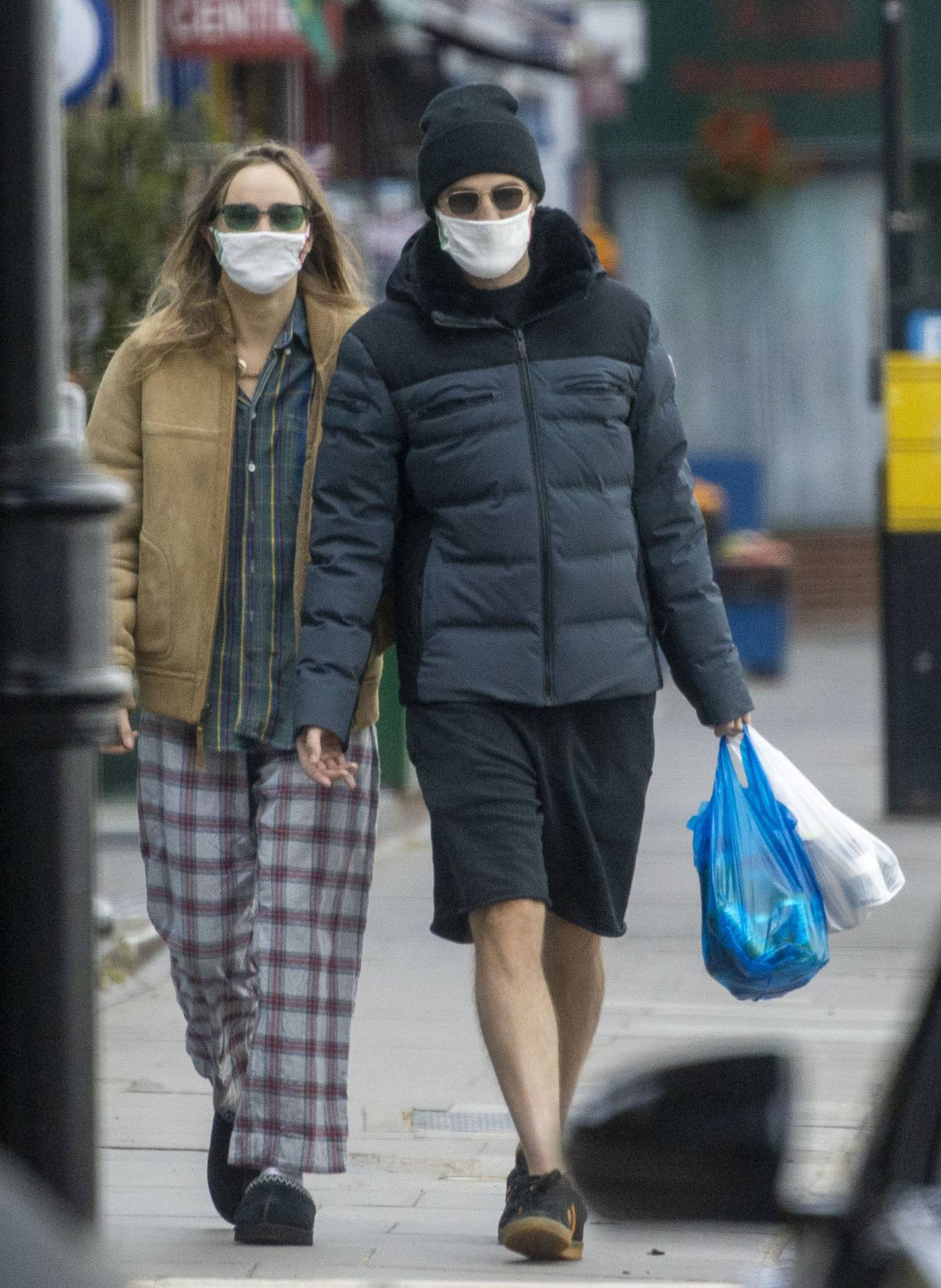 Suki Waterhouse 2020 : Suki Waterhouse and Robert Pattinson – Wearing matching face masks in London-09