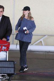 Suki Waterhouse - Arrives at LAX International Airport in LA
