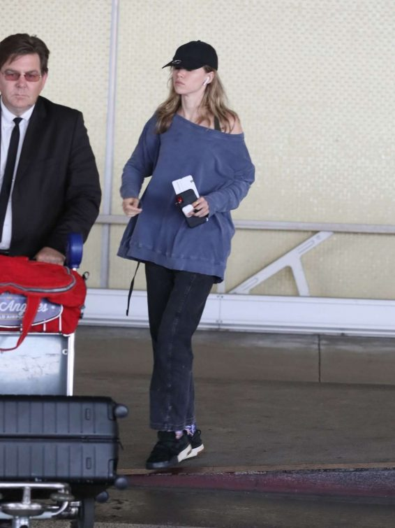 Suki Waterhouse - Arrives at LAX International Airport in LA