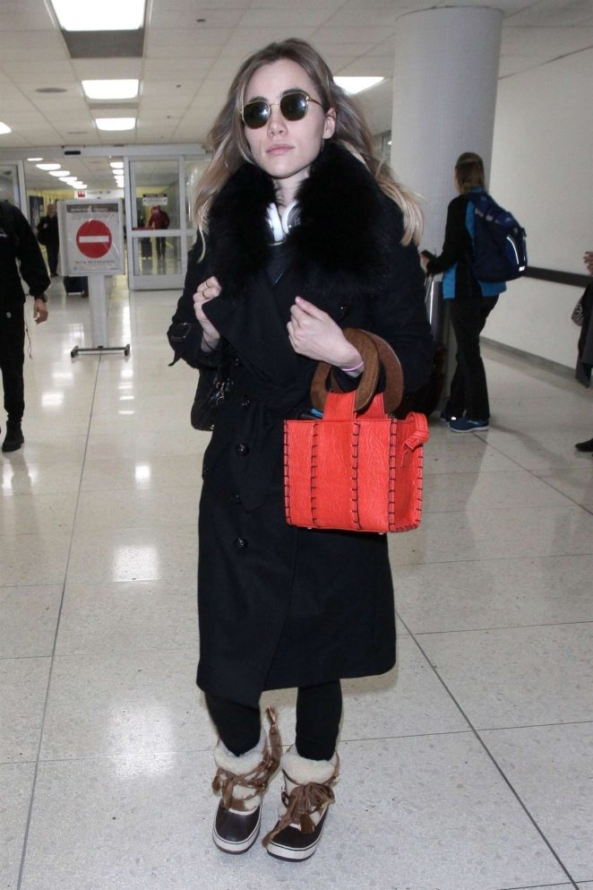 Suki Waterhouse - Arriving at LAX Airport in LA