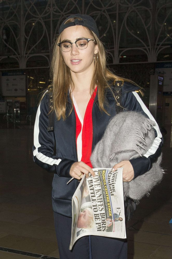 Suki Waterhouse Arriving at Station in Paddington