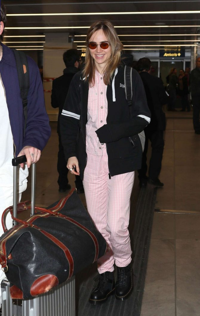 Suki Waterhouse - Arriving at the Airport in Milan