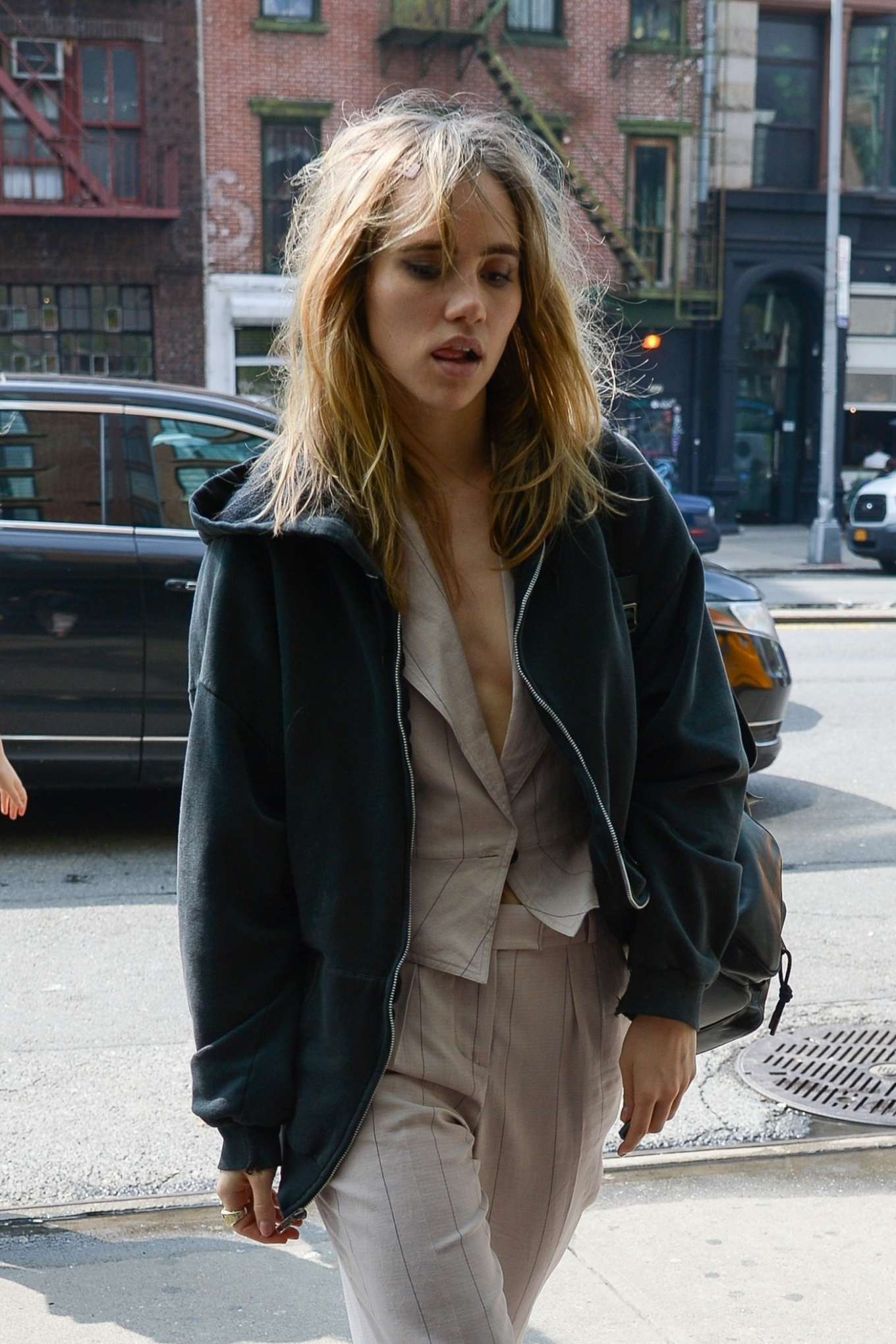 Suki Waterhouse - Arriving at The Bowery Hotel in NYC