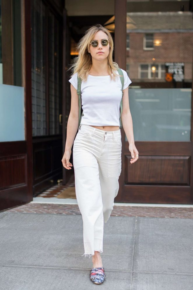 Suki Waterhouse arriving back to her Tribeca hotel -10