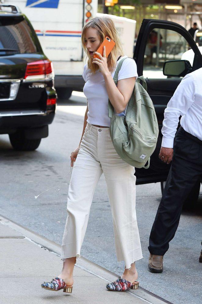 Suki Waterhouse arriving back to her Tribeca hotel -17