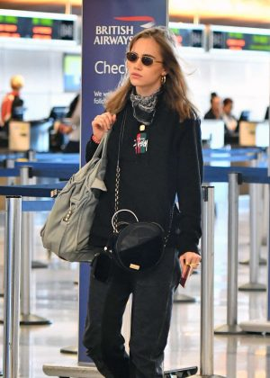 Suki Waterhouse at airport in Los Angeles
