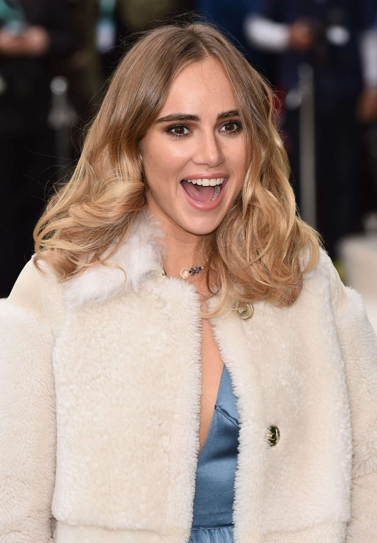 Suki waterhouse burberry