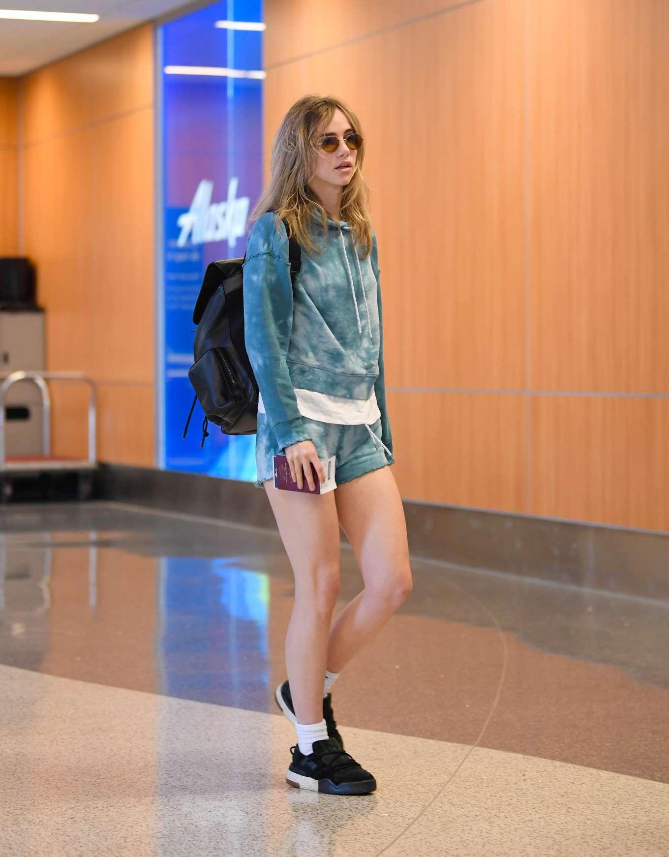 Suki Waterhouse 2019 : Suki Waterhouse in Denim Shorts: Arrives at LAX Airport-08