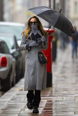 Suki Waterhouse - In grey coat on rainy day in London