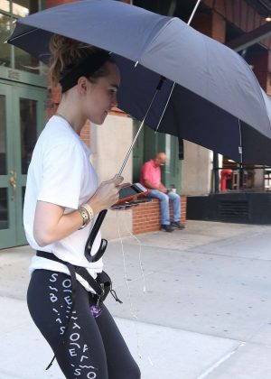 Suki Waterhouse in Tights heads to a gym in NYC