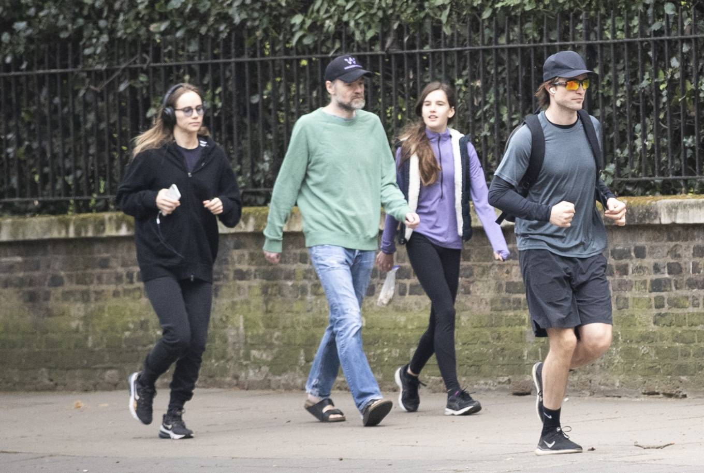 Suki Waterhouse - Jogging in London