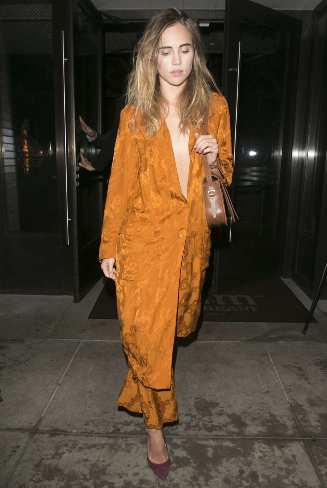 Suki Waterhouse – Leaves The Palms Restaurant in Beverly Hills