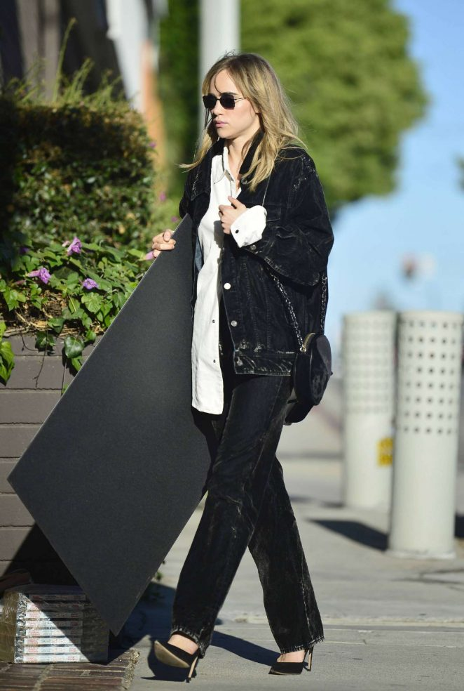Suki Waterhouse - Out and about in Los Angeles