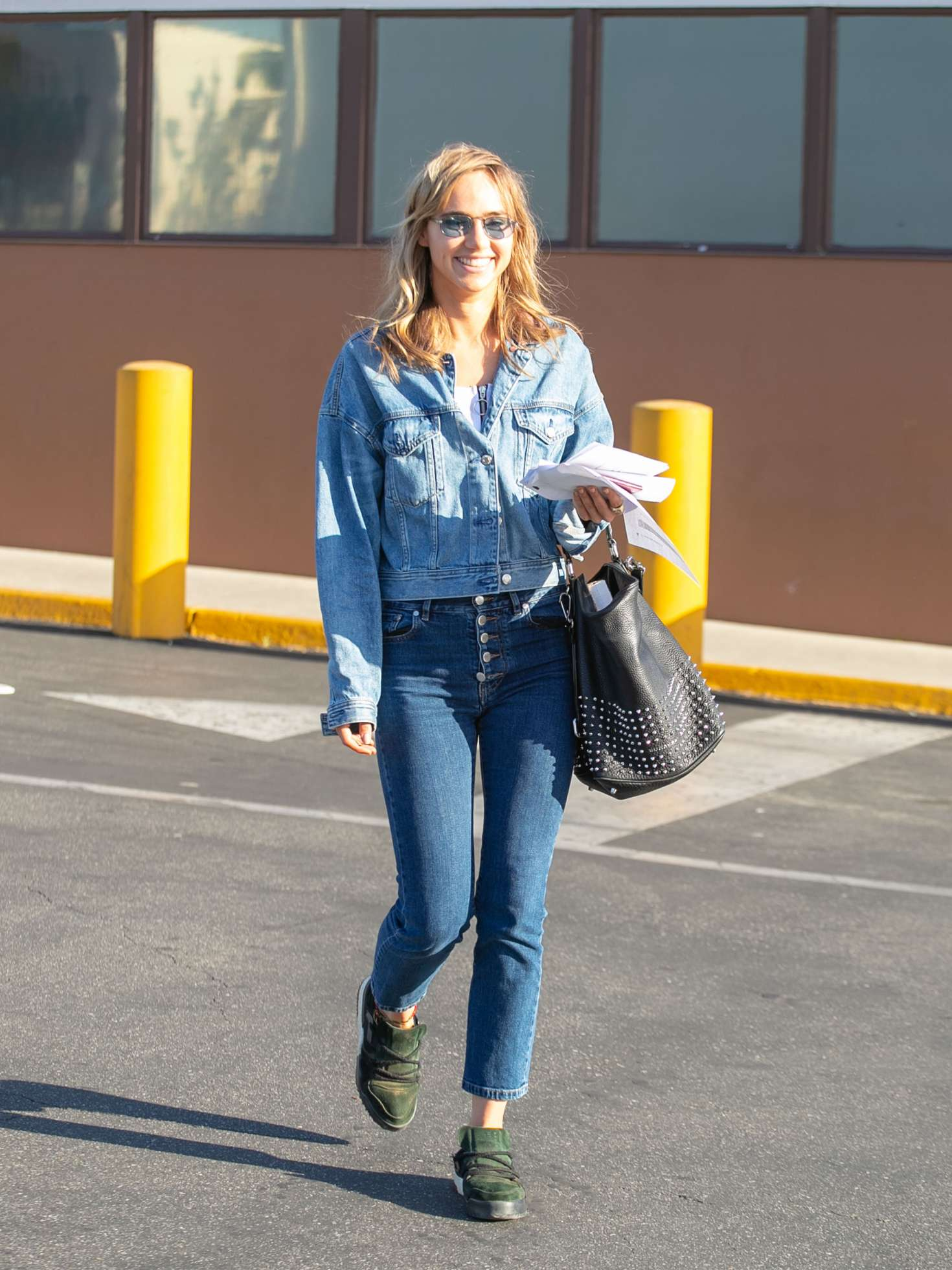 Suki Waterhouse - Out in Los Angeles