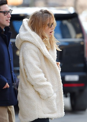 Suki Waterhouse Street Style - Out in New York