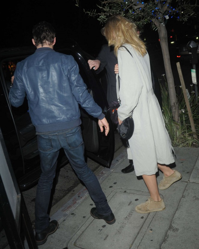 is james marsden dating suki waterhouse More at emily ratajkowski's new husband sebastian bear-mcclard ditches his wedding ring with suki waterhouse | daily mail online [img] lol x 30 wtf x 10 skeptical x 1 suki waterhouse and james marsden spark dating rumors after dinner together in hollywood last edited: apr 26, 2018.