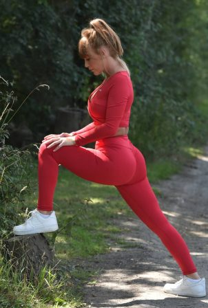 Summer Monteys-Fullam - Workout at the Canterbury countryside