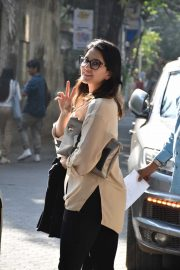 Sunny Leone out and about in Juhu - Mumbai
