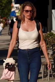 Susan Holmes - Shopping in Los Angeles