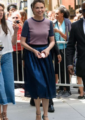 Sutton Foster - Arrives at AOLBuild studios in New York City