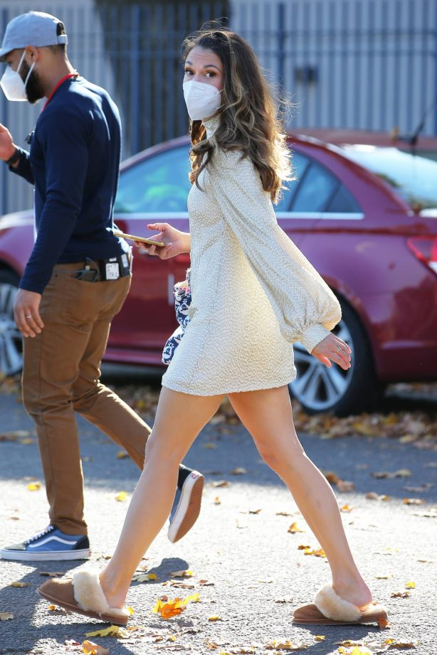 Sutton Foster - Filming 'Younger' in Queens