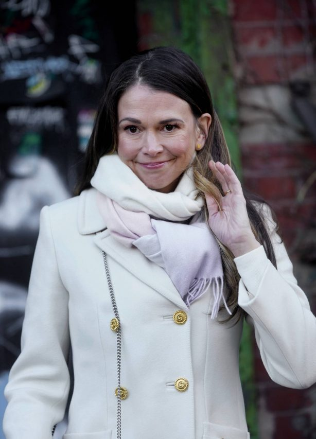 Sutton Foster - On set of 'Younger' in Brooklyn
