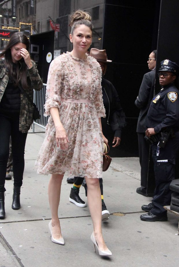 Sutton Foster 2019 : Sutton Foster: Outside Good Morning America-02