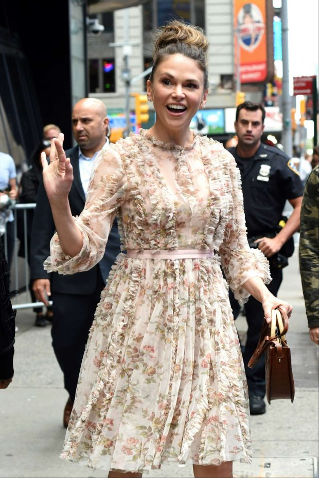 Sutton Foster - Outside 'Good Morning America' in New York