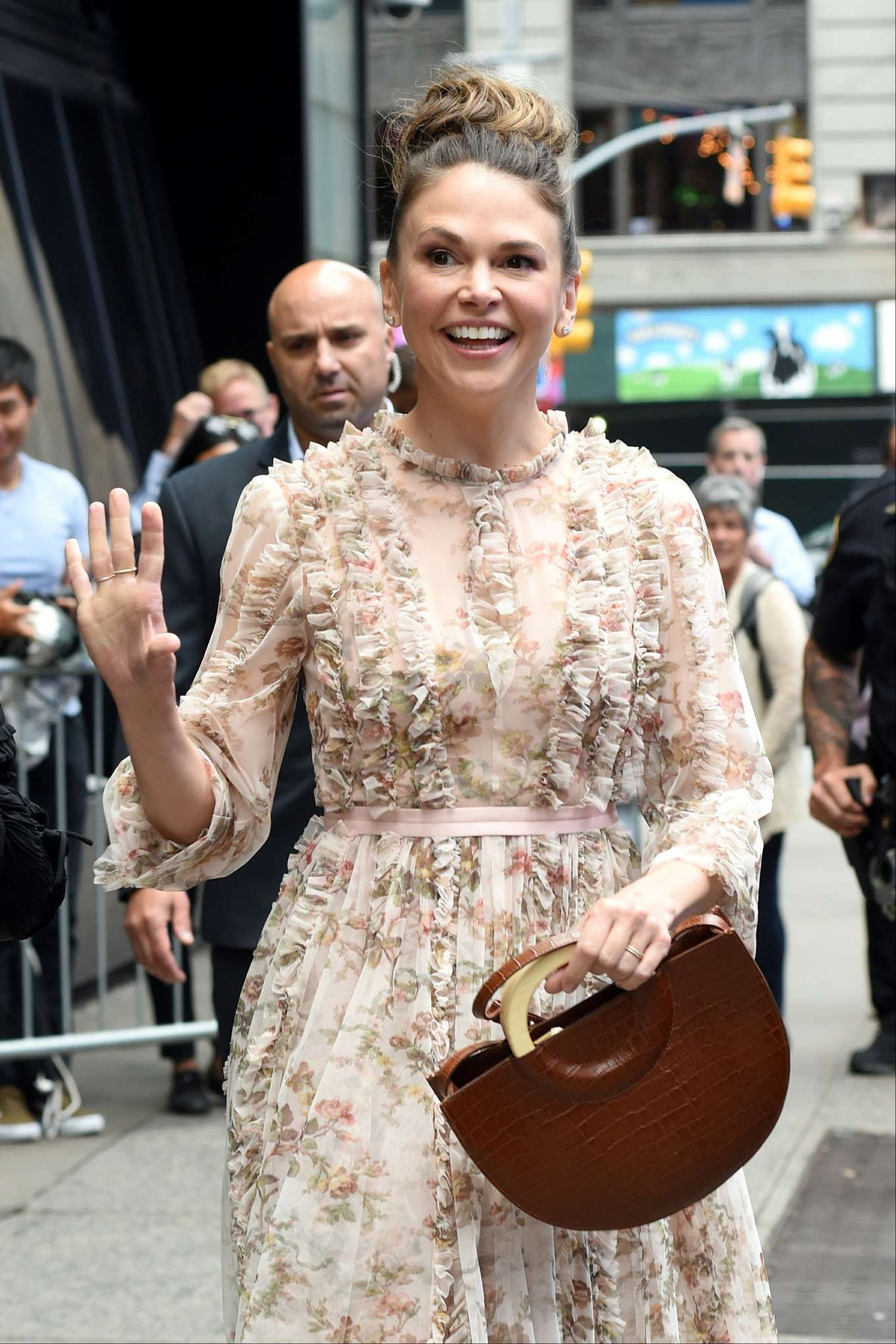 Sutton Foster 2019 : Sutton Foster: Outside Good Morning America-05