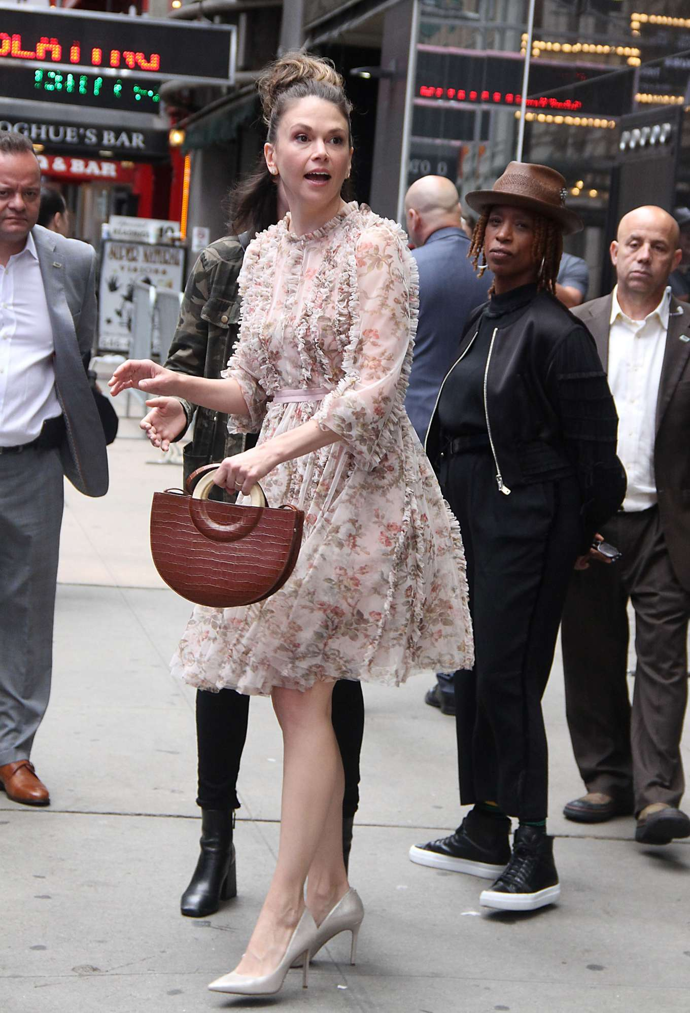Sutton Foster 2019 : Sutton Foster: Outside Good Morning America-08