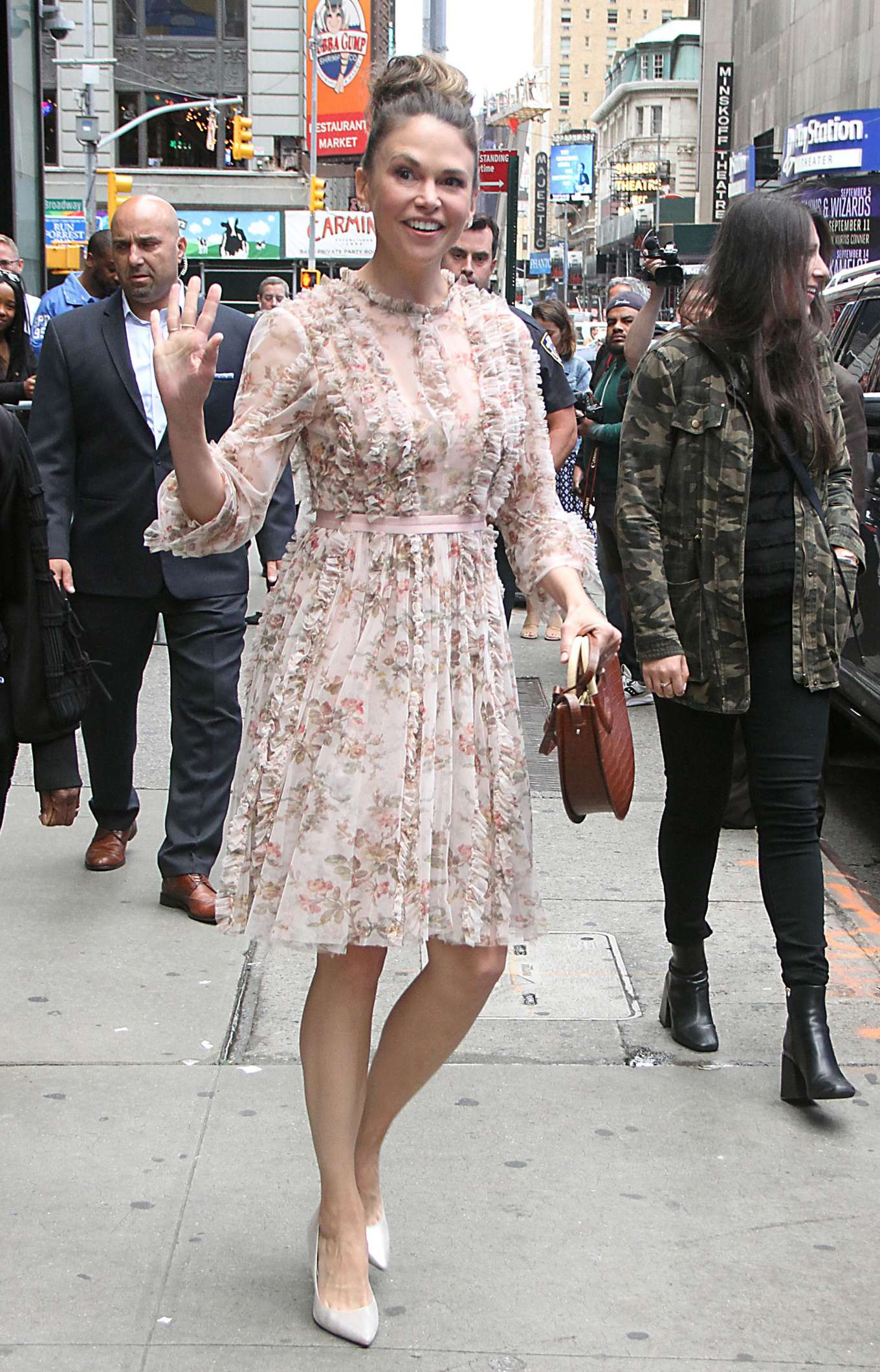 Sutton Foster 2019 : Sutton Foster: Outside Good Morning America-11
