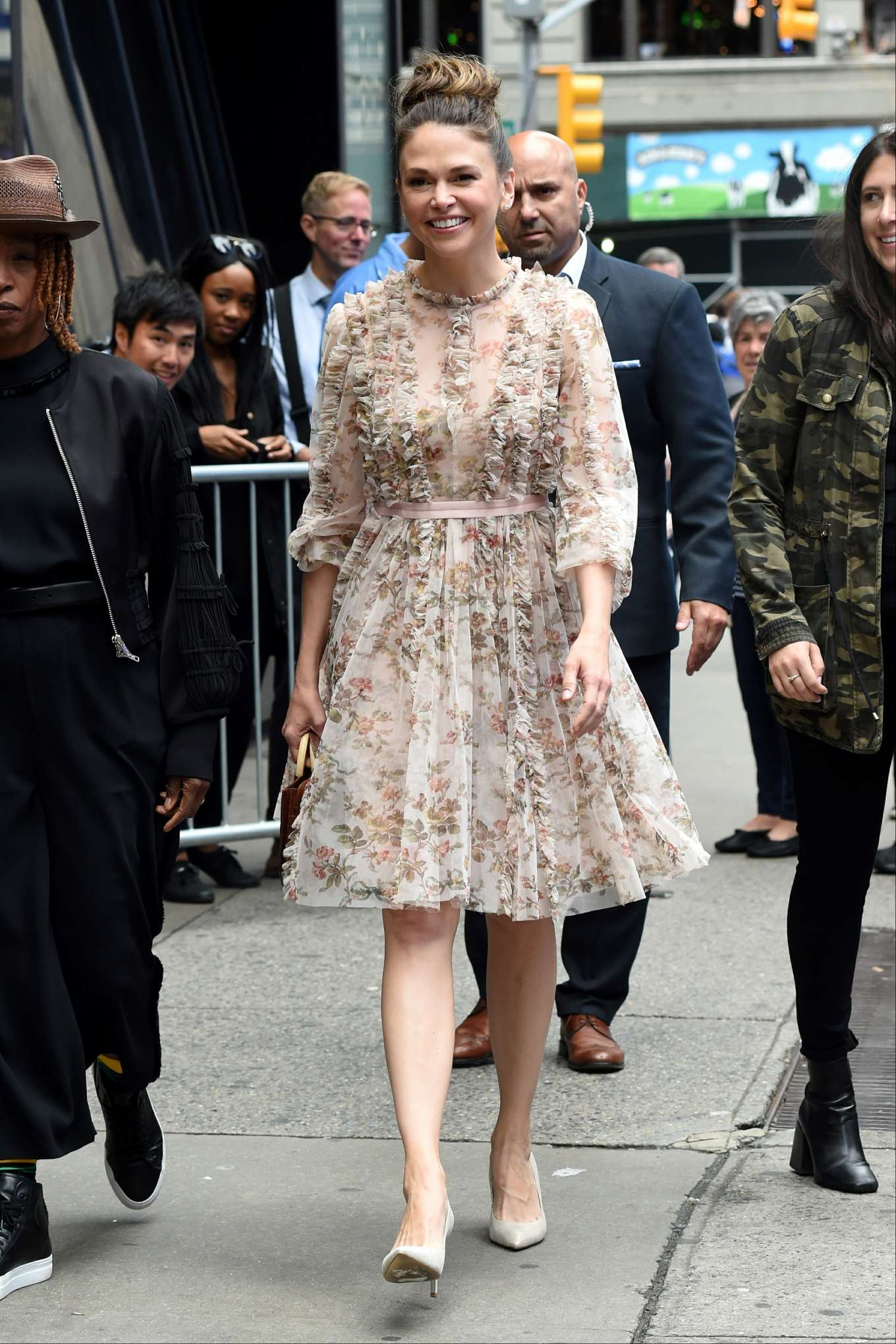 Sutton Foster 2019 : Sutton Foster: Outside Good Morning America-12