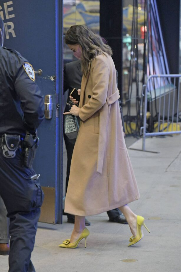 Sutton Foster - Seen arriving at Good Morning America morning show in New York