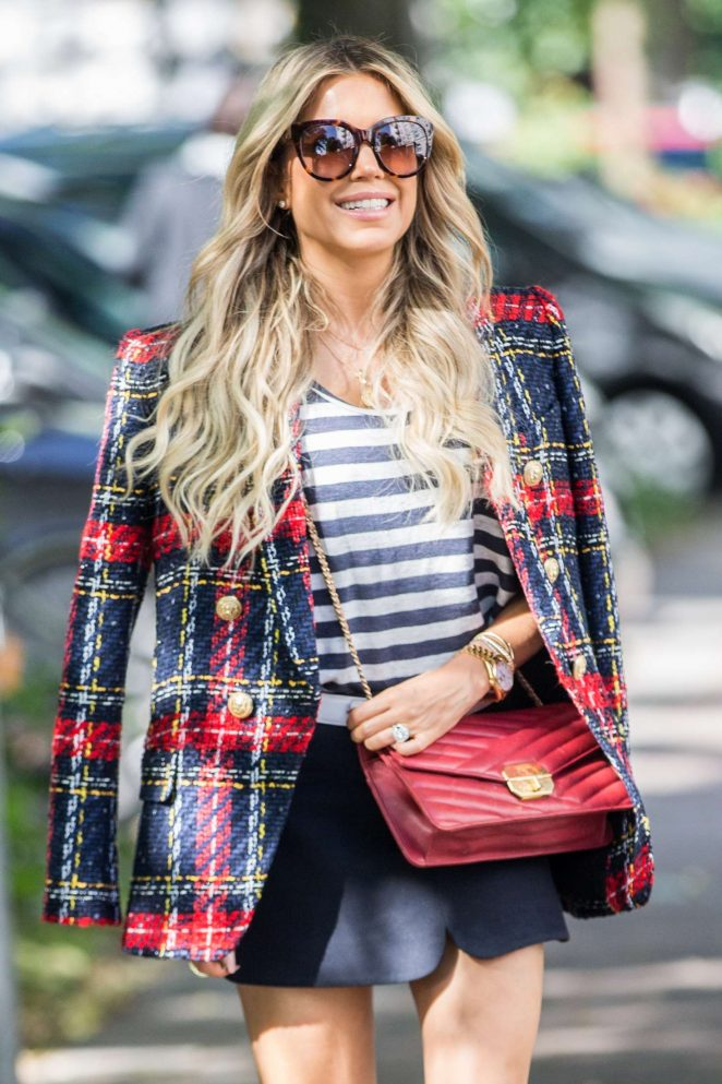 Sylvie Meis - Arriving at her apartment in Hamburg