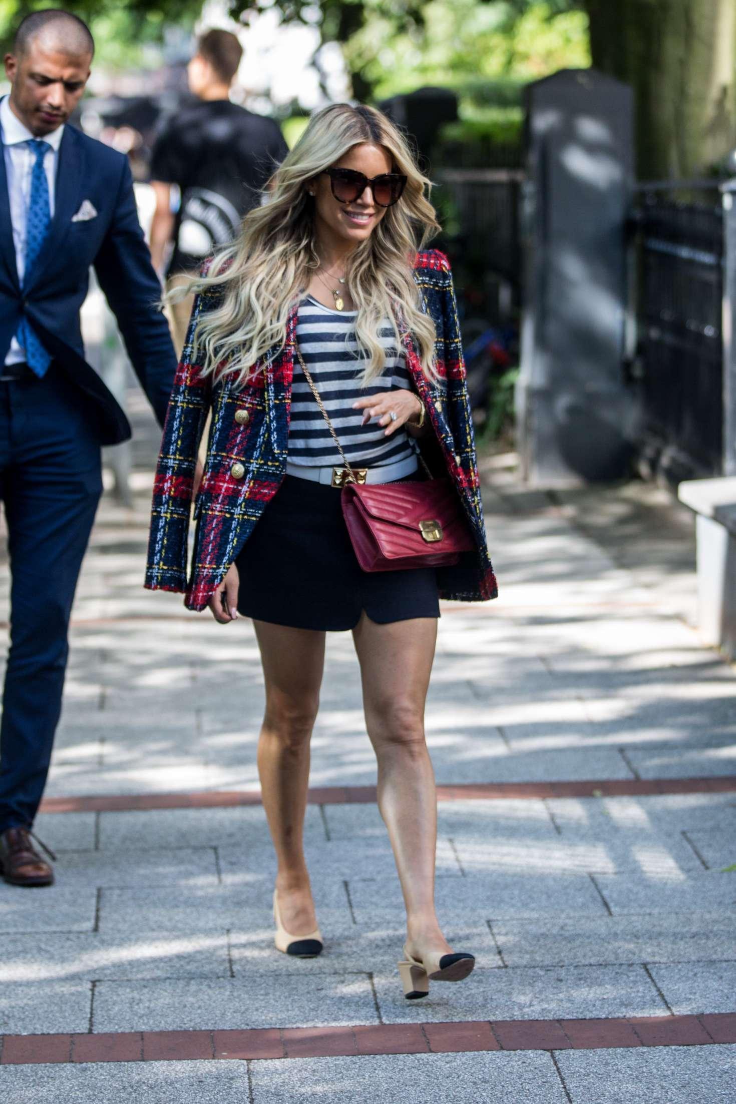 Sylvie Meis 2018 : Sylvie Meis: Arriving at her apartment in Hamburg -18