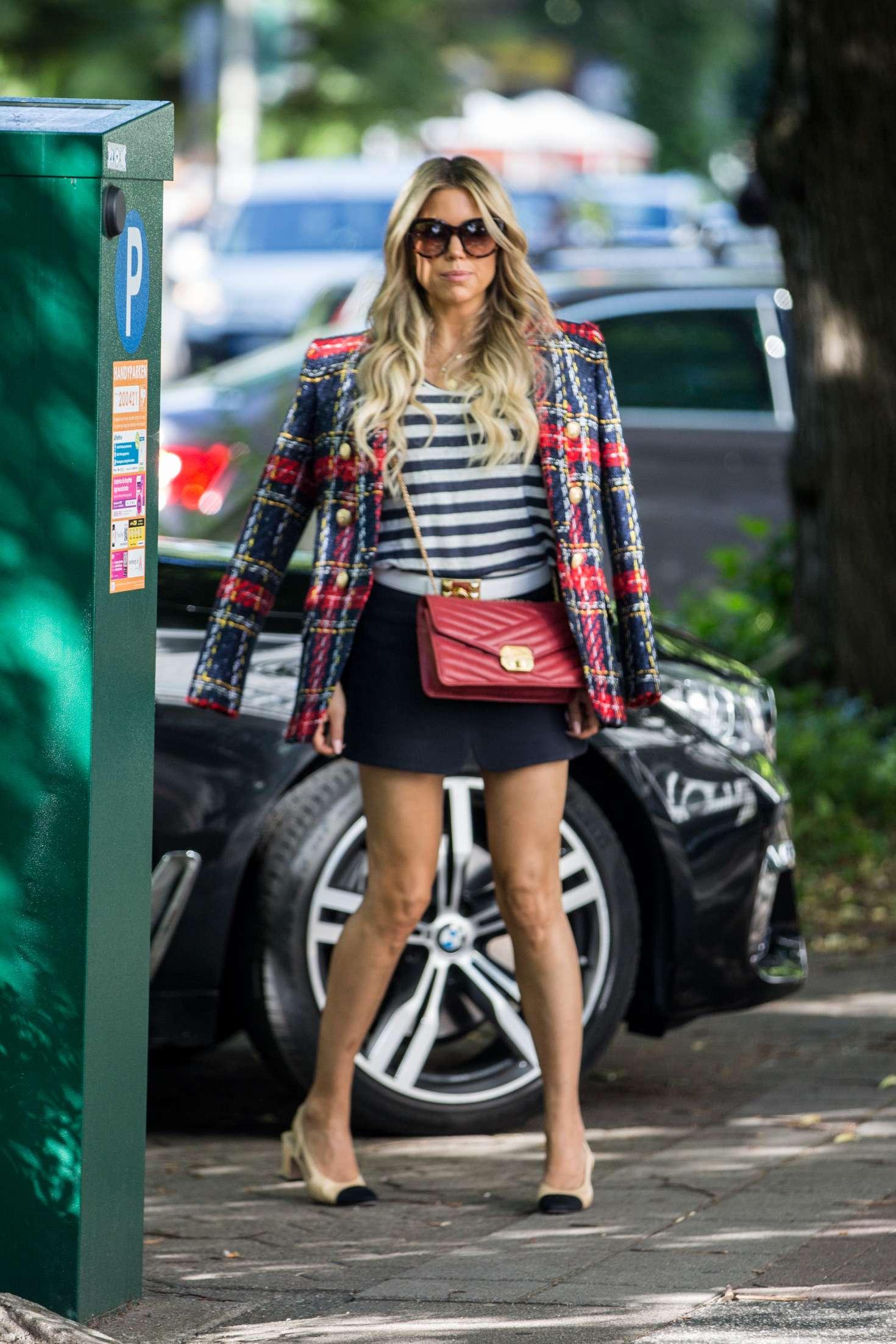 Sylvie Meis 2018 : Sylvie Meis: Arriving at her apartment in Hamburg -19