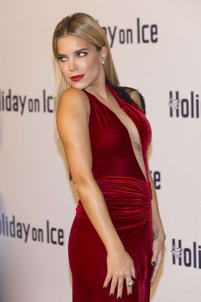 Sylvie Meis - Holiday on Ice Gala 2016 in Hamburg