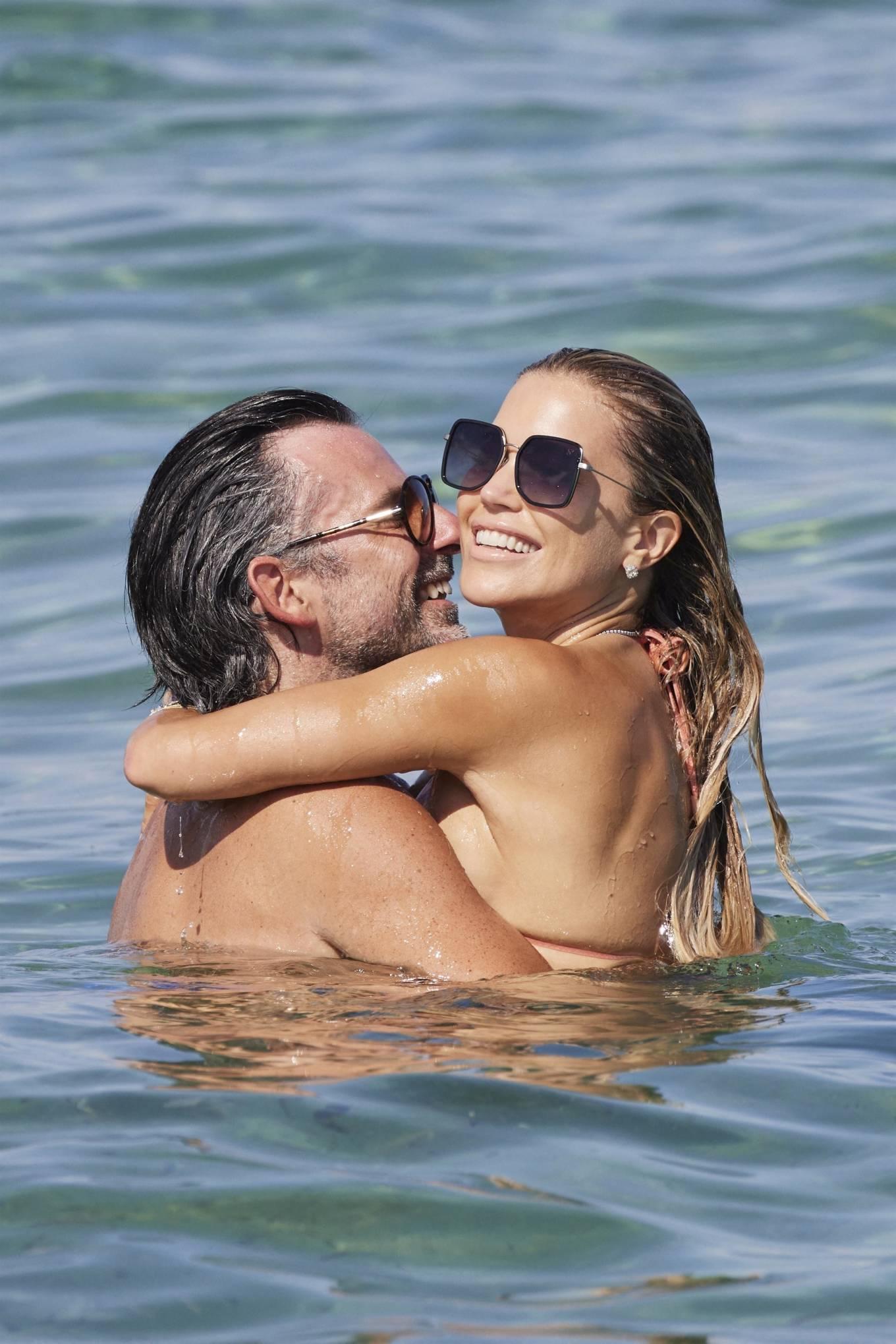 Sylvie Meis 2021 : Sylvie Meis – In a bikini with her husband Niclas Castello on the beach La Réserve in Ramatuelle-06
