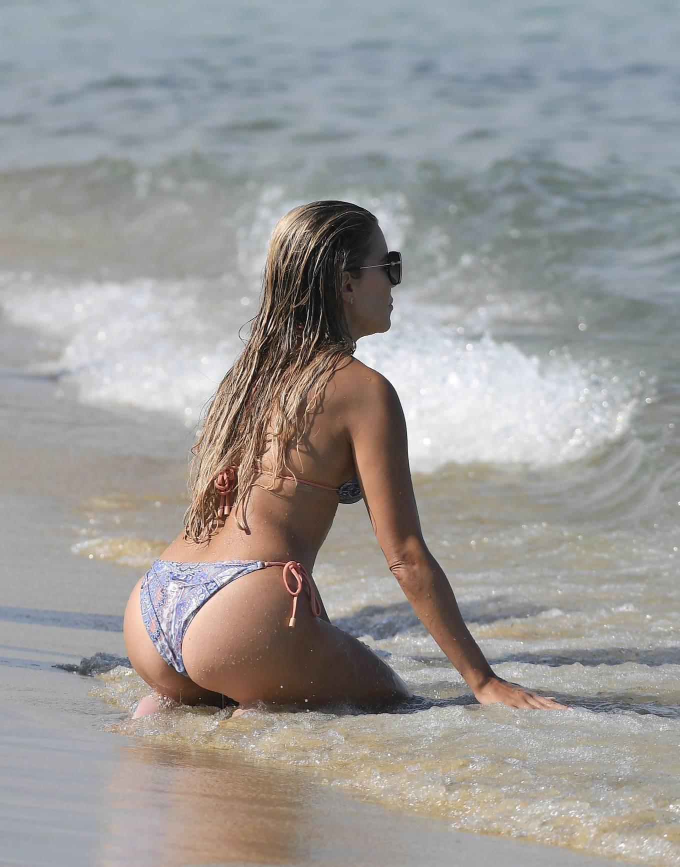 Sylvie Meis 2021 : Sylvie Meis – In a bikini with her husband Niclas Castello on the beach La Réserve in Ramatuelle-09