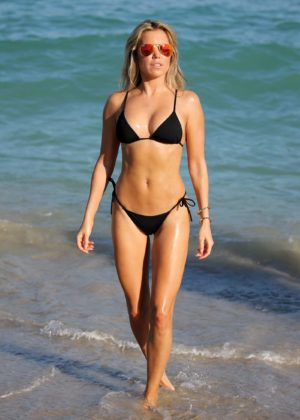 Sylvie Meis in Black Bikini on the beach in Miami Pic 10 of 35