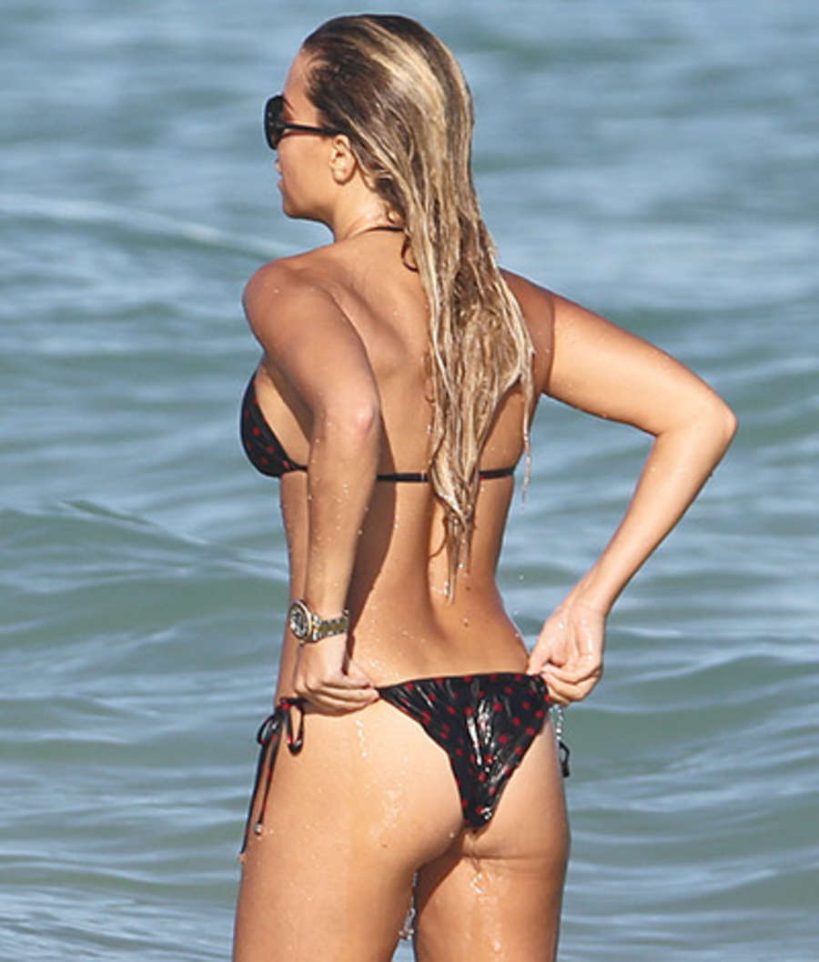 Sylvie Meis in Black Bikini on the beach in Miami Pic 27 of 35
