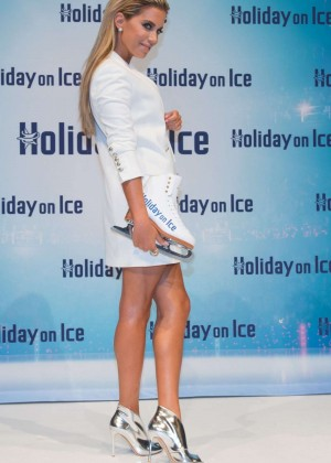 Sylvie Van Der Vaart: Ice Photocall in Hamburg -03