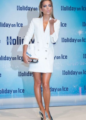 Sylvie Van Der Vaart - Ice Photocall in Hamburg