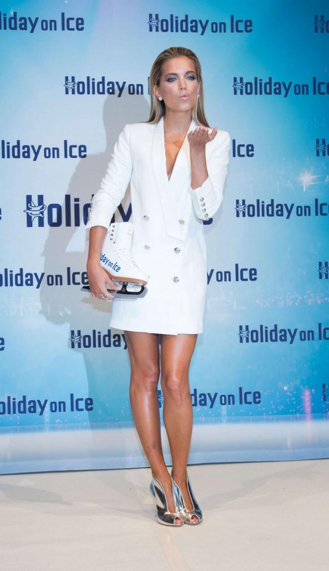 Sylvie Van Der Vaart – Holiday On Ice Photocall in Hamburg