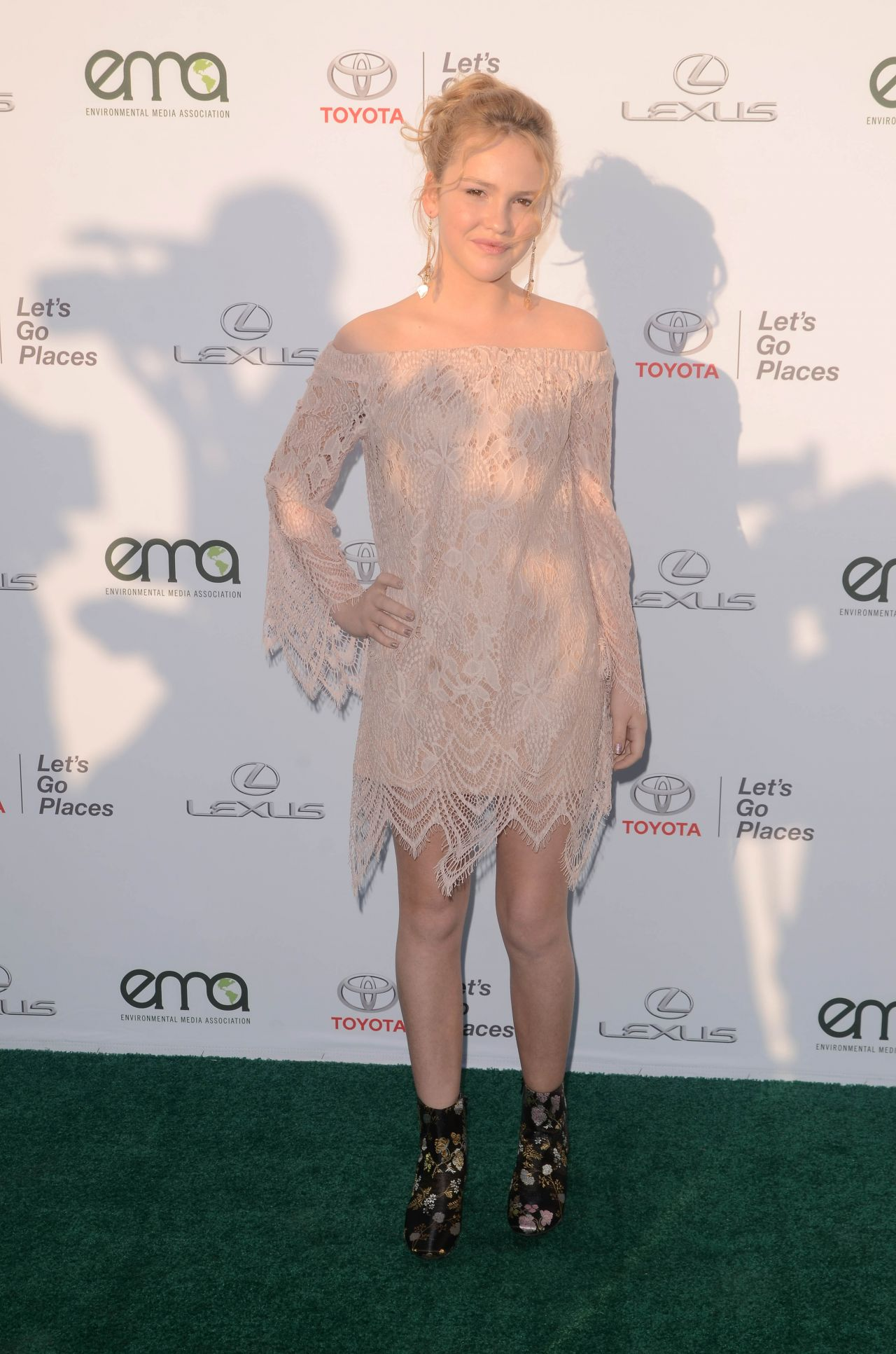 Talitha Bateman – EMA Awards 2017 in Los Angeles