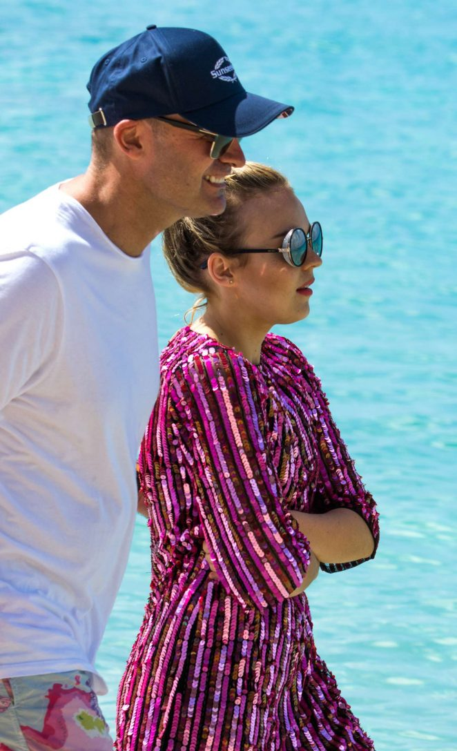 Tallia Storm at Christmas Eve on the beach in Bridgetown -05