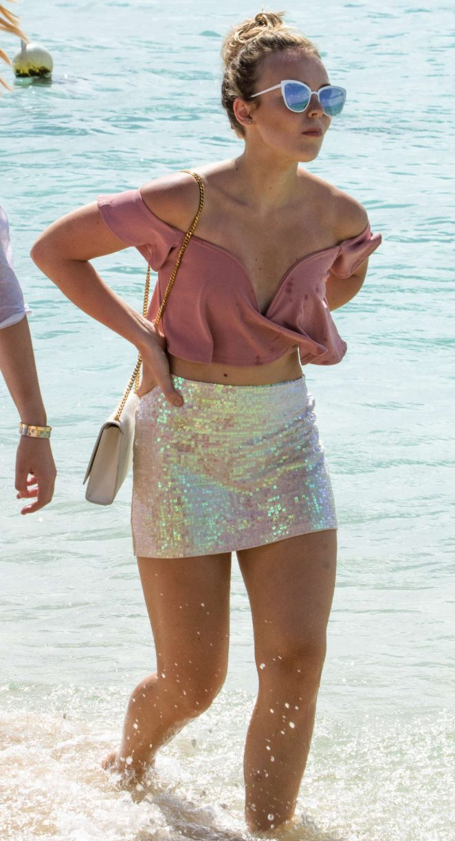 Tallia Storm at Christmas Eve on the beach in Bridgetown -26